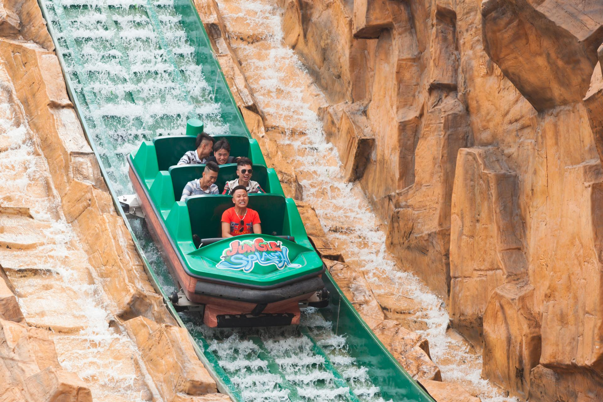 Interlink-Jungle Splash, Bao Son Paradise Park, Hanoi, Vietnam - SuperFlume, water ride