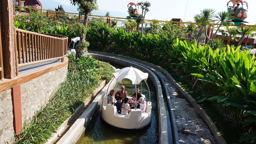 Interlink New Ride : Spin Boat Jamur Apung at Saloka Park