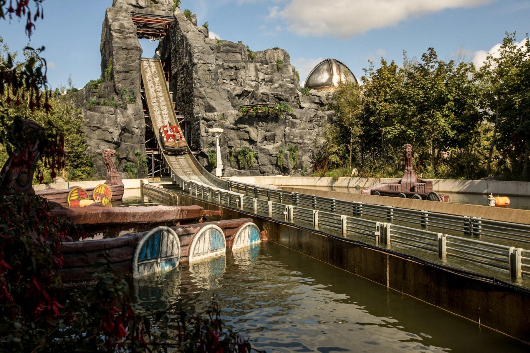 Interlink New Ride : Superflume Viking Voyage at Tayto Park Wide Shot Hill