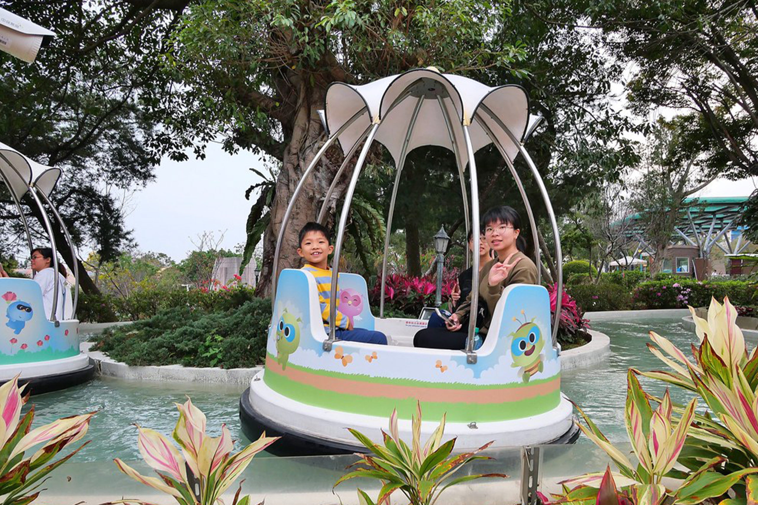 Interlink New Ride : Spin Boat Garden Boats at Lihpao Land 7
