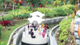 Jamur Apung Spin Boat Ride Saloka Park