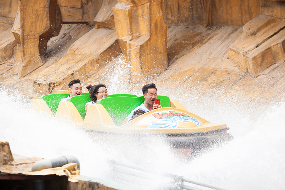 Interlink New Ride : Superflume Safari Jungle Splash at BaoSon Down